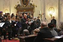 Benefičním koncertem v kostele sv. Františka Xaverského v Uherském Hradišti provázel herec Jan Přeučil.