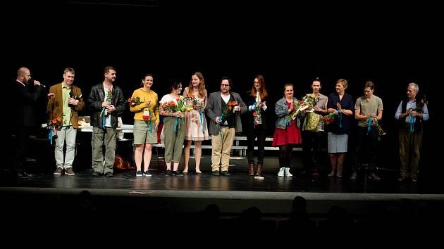 Dokumentární drama Přes ploty má od soboty na repertoáru Slovácké divadlo.