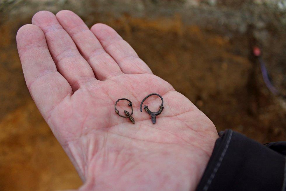 CENNÝ NÁLEZ. Při stavebních pracích Cyrilometodějského centra byl odkryt hrob skosterními pozůstatky dítěte.