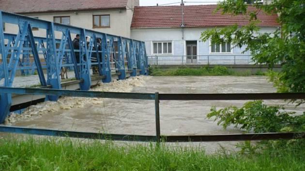 Velká voda na řece Olšavě v Kunovicích.