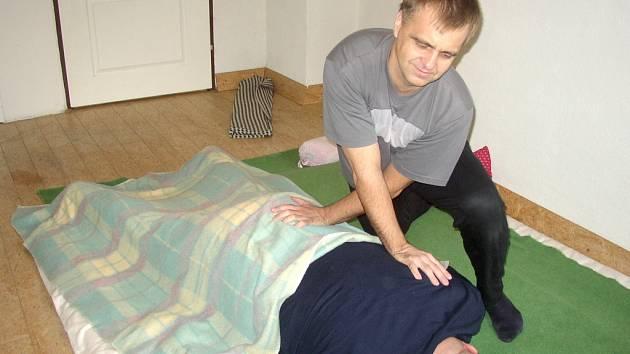 Masáž Shiatsu vychází z japonských léčitelských metod.