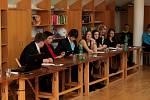 Velehradští deváťáci obhajovali před komisí své absolventské práce.