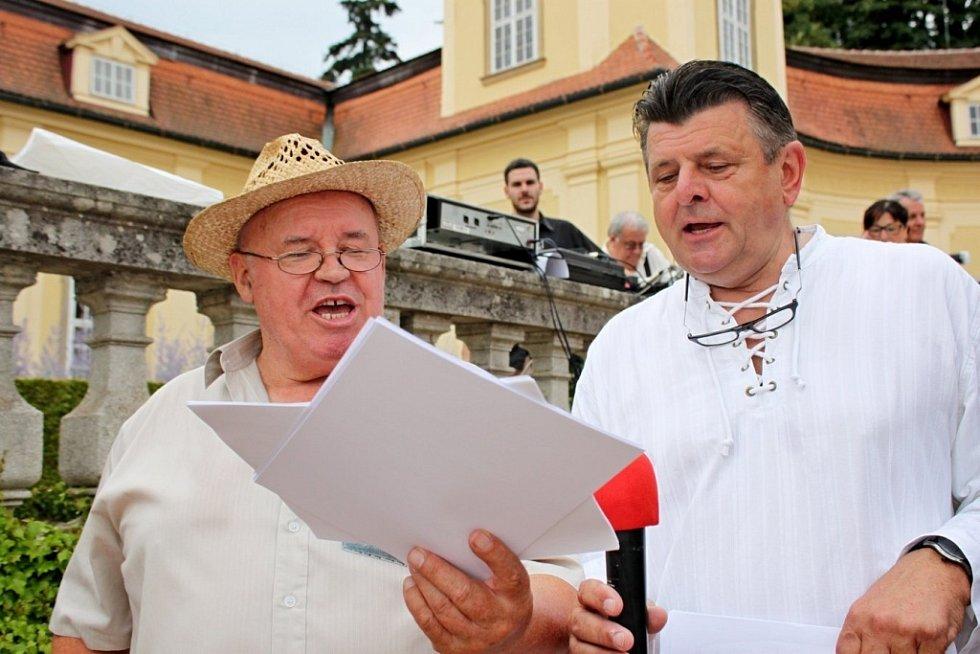 Miloslav Hrdý a František Hrňa jsou strůjci česnekových slavností v Buchlovicích.