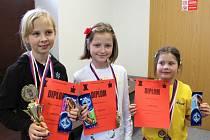 Čtvrtým turnajem v Kunovicích byla ukončena Velká cena mladých šachistů ve věkových kategoriích do 12 a do 14 let. Mezi dívkami v kategorii do 12 let zvítězila Marie Vaňková před Adélou Potykovou a Klárou Spáčilovou (zleva).