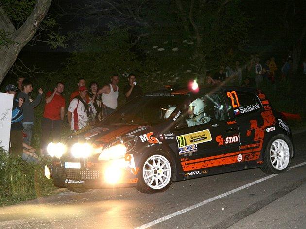 Při nočním začátku Rally Hustopeče absolvovali Josef Sedláček s Milanem Marušákem pouze jednu rychlostní zkoušku, pak je ze závodu vyřadila technická závada na jejich renaultu.