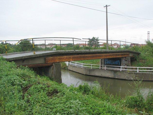 Dvojici mostů na Baťově kanále čeká oprava.