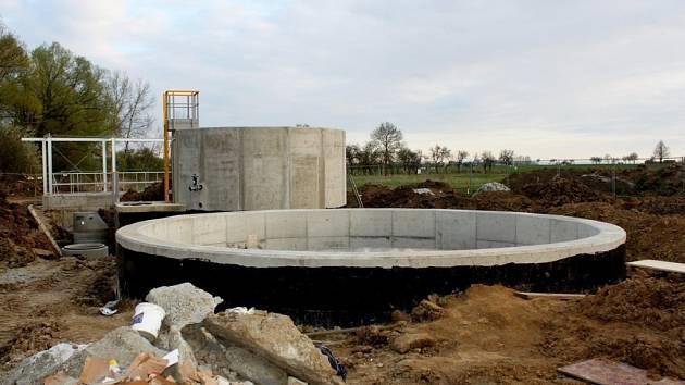 V Kudlovicích budují kanalizaci i čistírnu odpadních vod.