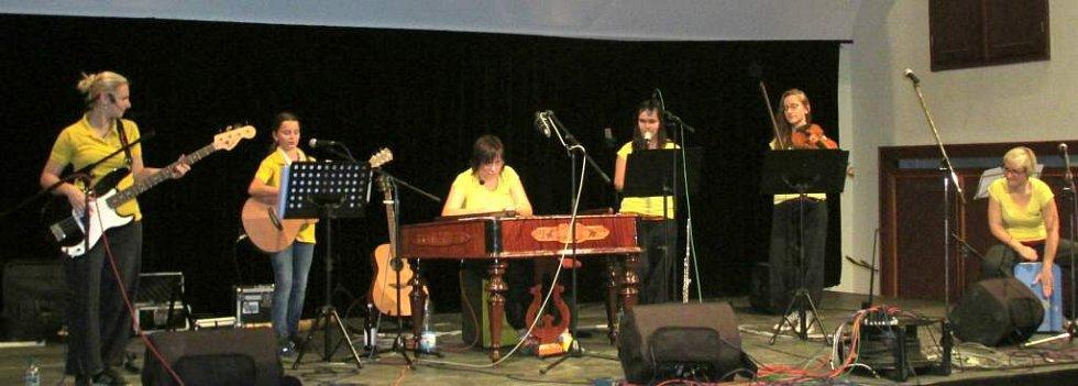 Děvčice, Poutníci a Yantar zahráli v hradišťské Redutě