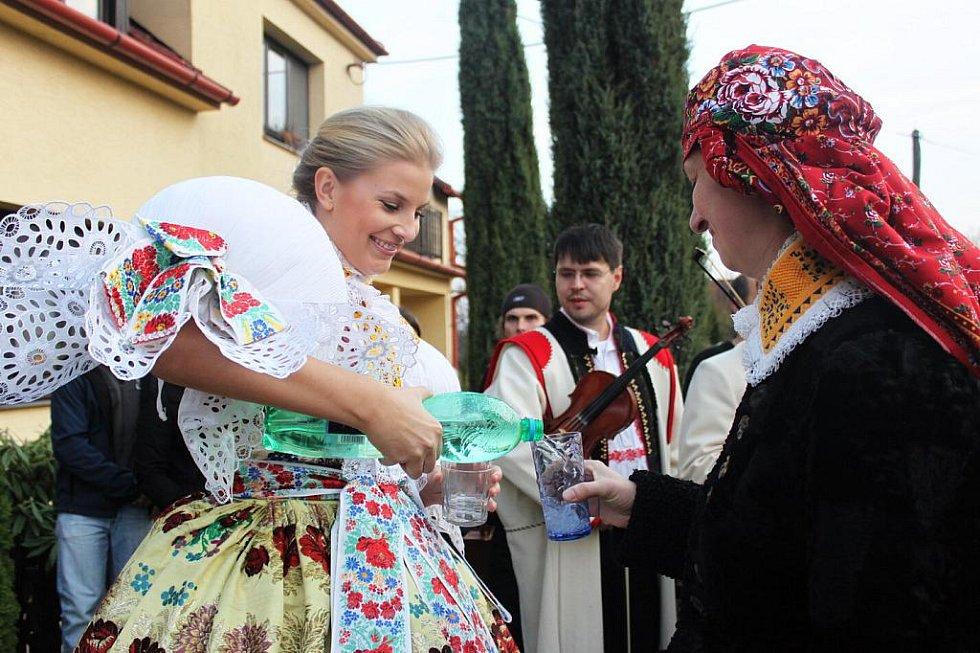 Hanka Věrná počastovala hosty minerálkou. Vína ale měla dost.