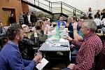 Sportovní hala v Břestku byla od sobotních čtrnácti hodin plná milovníků vína.