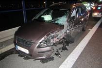 Na obchvatu Kunovic se srazila dvě auta a kamion.
