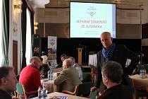 Senátor Ivo Valenta se setkal se zástupci obcí na Slovácku, aby společně s nimi řešil jejich problémy.