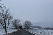 Region Slovácka ve čtvrtek zasáhlo husté sněžení. V Bílých Karpatech musela vozidla jezdit po několikacentimetrovém nánosu sněhu.