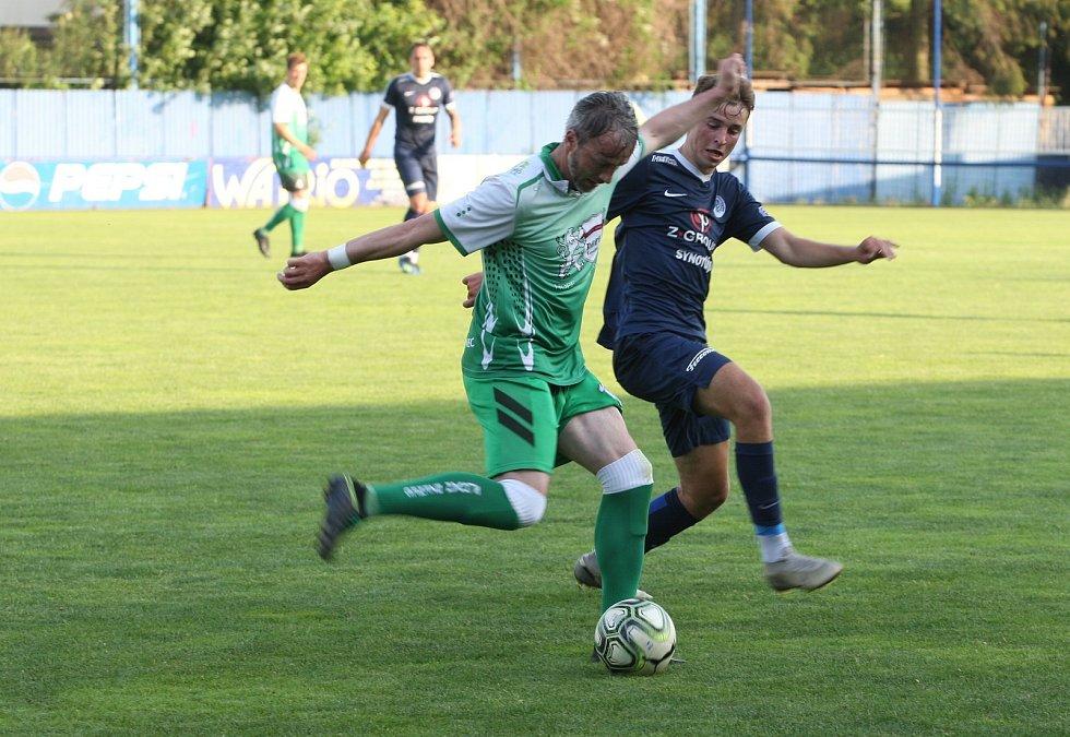 Fotbalisté Slovácka B (v modrých dresech) porazili v posledním přípravném zápase před krátkou pauzou divizní Bzenec 3:2.
