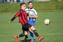 Fotbalisté Jarošova podlehli v derby celku Kněžpole (v modrobílém) 2:3.