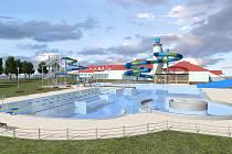 Náhled možné podoby venkovního koupaliště v Uherském Brodě představila na webu tamní radnice. S parkováním je kalkulováno v novém Parkovacím domě před vstupem do CPA Delfín s kapacitou 180 míst. Sloužit má nejen návštěvníkům plaveckého areálu, ale i zimní