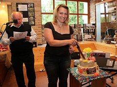 V ZAJETÍ DORTŮ. Milovníci sladkostí si přišli na své při vernisáži Já a dort v buchlovickém Muzeu Podhradí.