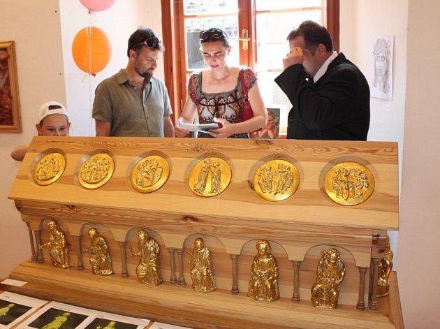 Ve Stojanově gymnáziu byla k vidění kopie Relikviáře sv. Maura, kterou vytvořili pro zámek a hrad Bečov odsouzení z Věznice Horní Slavkov.