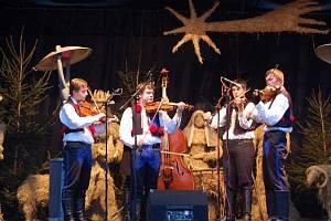 Cimbálová muzika Lintava se představila na vánočních trzích v Uherském Hradišti ve středu 14. prosince