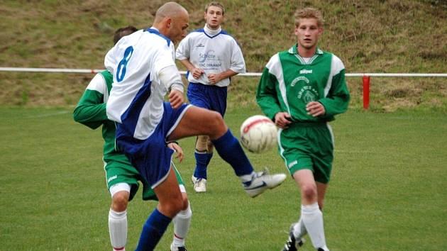 V hodovém derby mezi fotbalisty Jalubí (v bílém) a Kudlovic branka nepadla, takže mohli být spokojeni ti soutěžící, kteří ve Fortuna lize tipovali na třetím řádku nulu.