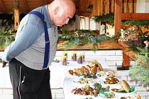 Výstava hub na Salaši nabídla návštěvníkům na sto padesát druhů houbových úlovků.