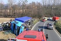 Převrácený kamion blokoval cestu nedaleko Vizovic.