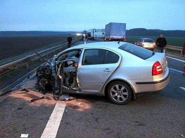 Vážná nehoda zablokovala hlavní tah.