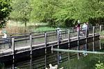 Od 11. května je otevřený také areál Živá voda vModré uVelehradu. Při dodržení protipandemických opatření jsou přístupné venkovní ivnitřní prostory: rozkvetlá jarní zahrada, podvodní tunel iokruh kolem výběhu praturů, kde lze obdivovat inový přírůste
