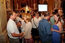 LETNÍ KURZ. V poutním Velehradě se jej zúčastnilo 340 dospělých i dětí. 75 manželských párů zde obnovilo při slavnostní bohoslužbě manželský slib.