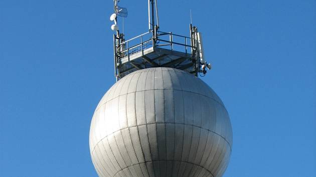 Do mlékárenského vodojemu se voda čerpá z hloubky 106 metrů.