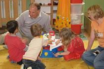 Na programu bylo i hraní s dětmi.