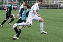 Fotbalistkám Slovácka (v bílém) patřil střed hřiště, ale na rozdíl od Slavie Praha se nedokázaly prosadit v koncovce.