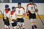 Hokejisté Uherského Ostrohu (v bílém) rozstříleli Břeclav 9:1.