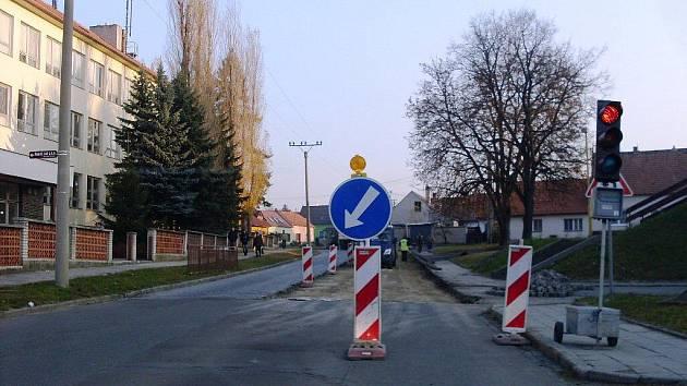 Oprava silnice v Nivnici.