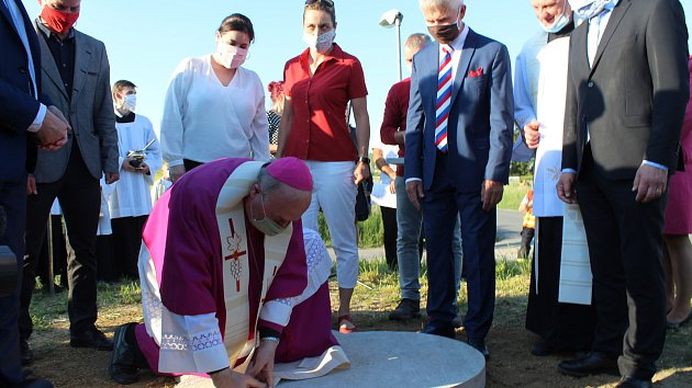 Základní kámen pro památník návštěvy prvního slovanského papeže