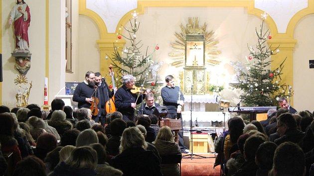 Jiří Pavlica ve Vlčnově zazpíval i text od svatého Metoděje