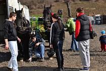 K Račí studánce vyrazili jezdci na koních.