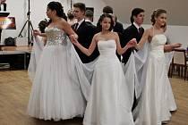 Školní ples na Velehradě odstartovala slavnostní a vznešená polonéza