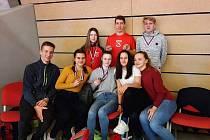Na mistrovství Moravy a Slezska dorostu, juniorů a dospělých zazářil Jakub Kunt (nahoře uprostřed včerveném), který vybojoval tři zlaté medaile. Dvakrát první byla Jana Polášková (dole druhá zleva)