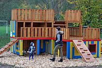 Sportoviště na Salaši bylo obohaceno o dětské herní prvky.
