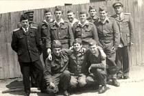Členové obecního hasičského sboru vletech 1964 – 1965. Místní sbor byl založen vroce 1949.