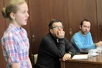 Lukáš Fabián v porotě recitační soutěže v klubu kultury v Uherském Brodě.