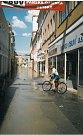 Prostřední ulici začala zaplavovat voda.