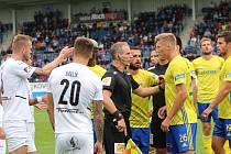 Fotbalisté Slovácka porazili Zlín 3:0. Derby ovlivnilo vyloučení hostujícího Procházky.