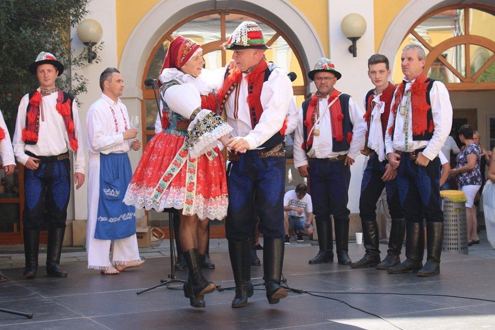 Program mikroregionu Ostrožsko se konal na nádvoří Reduty.