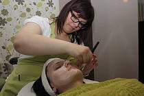 Účinky peelingu vydrží na pokožce až půl roku