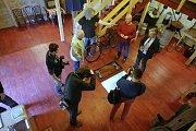 Ukládání slivovice šampión Slovácka v muzeu lidových pálenic ve Vlčnově.