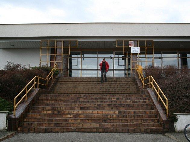 Základní škola ve Vlčnově je podle výsledků školní inspekce pro tamní děti bezpečným zázemím.