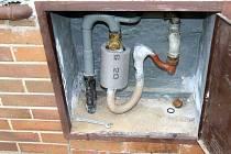 Muž ze Starého Města kradl zemní plyn pomocí hadice od vysavače.