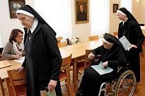 Řeholnice uplatnily svůj hlas v budově Charitního domu Kongregace sester sv. Cyrila a Metoděje.